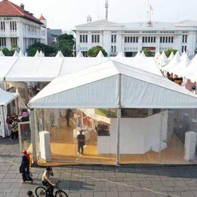 Pameran di dalam Tenda Roder Transparan