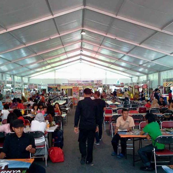 Food Court di dalam Tenda Roder